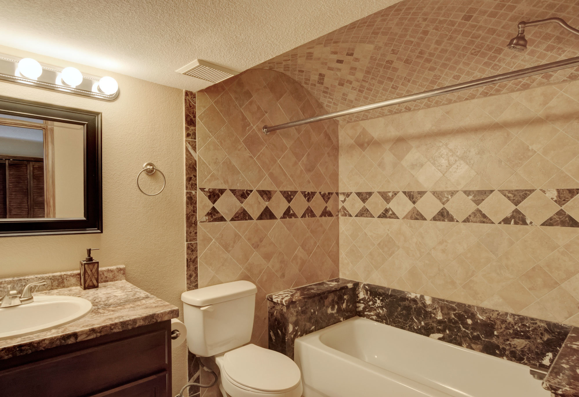1045-lindstrom-drive-bathroom