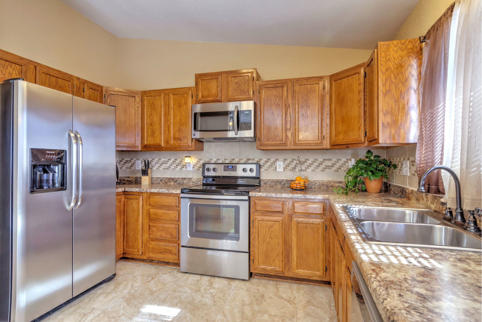 1045-lindstrom-drive-kitchen