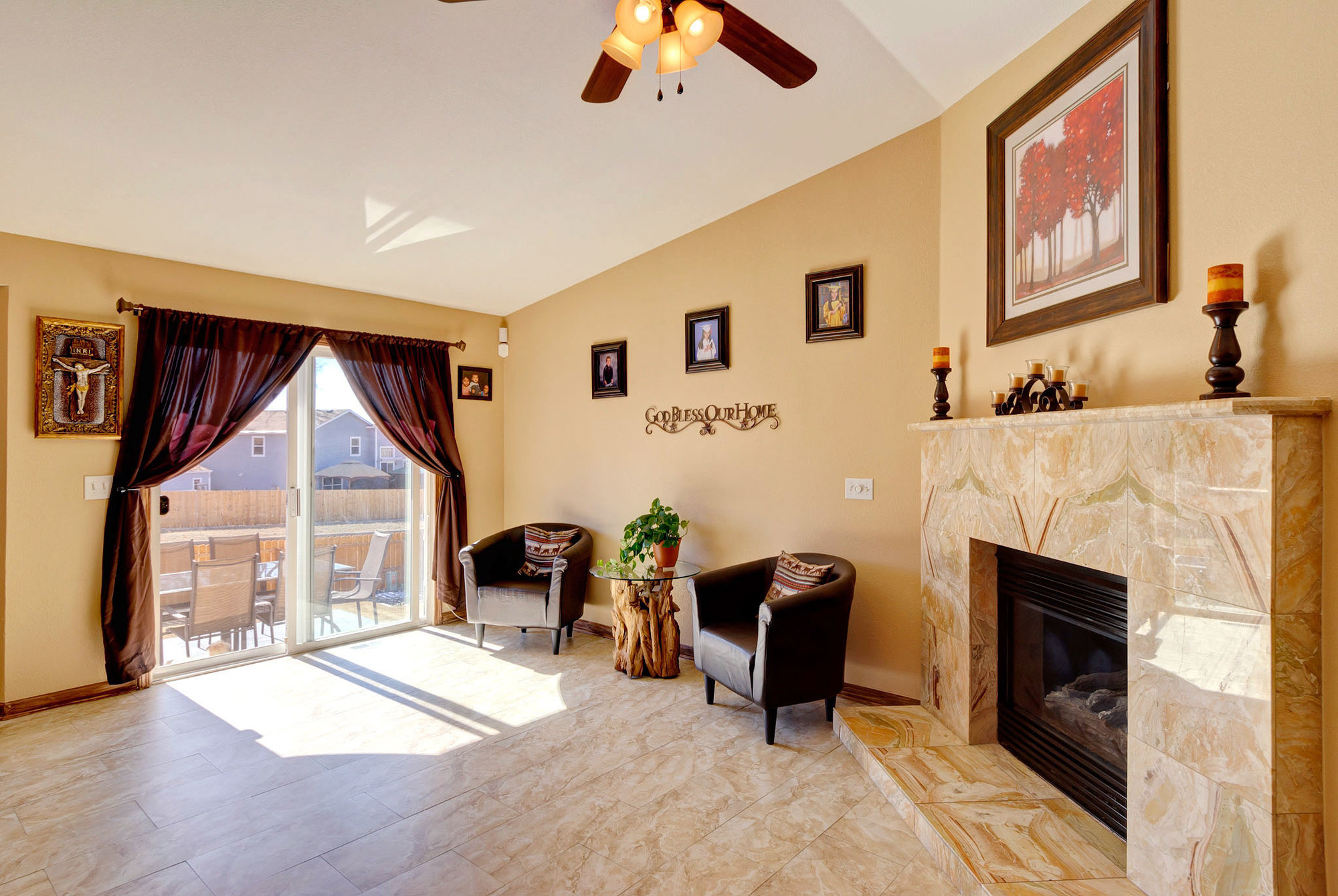 1045-lindstrom-drive-family-room